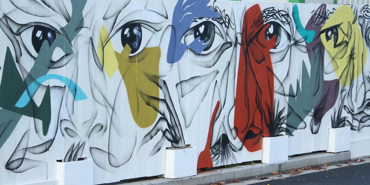 Fresque d'art urbain sur la palissade du programme immobilier neuf 5 Mail Cousteau à Massy